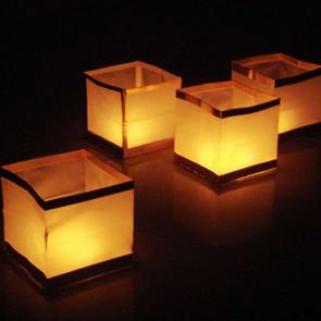 Pack de 10 lanternes flottantes en forme de cube (1,20 € /pc)